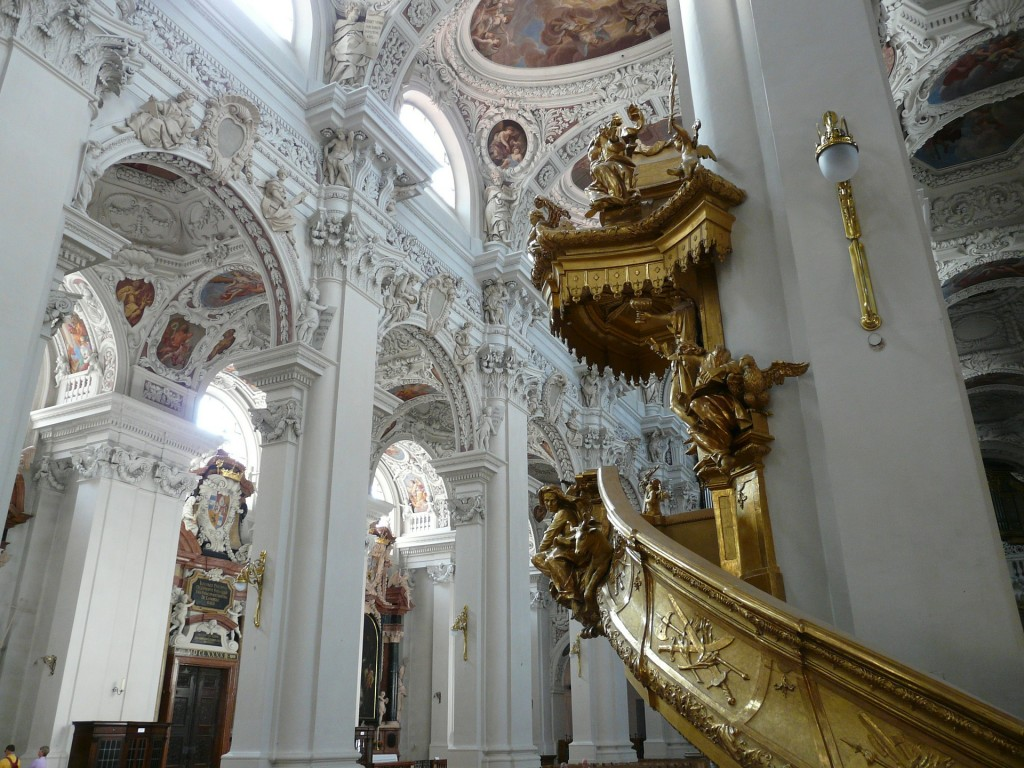Decorative Features leading up to the altar   © Hans / Pixabay