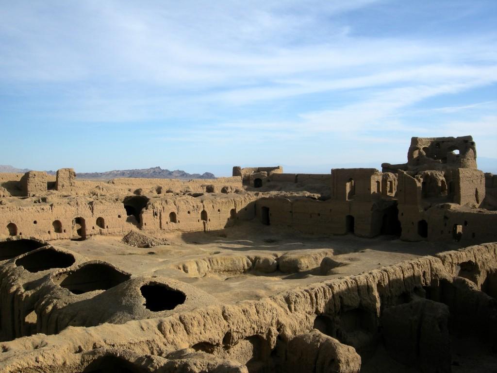 Interior pool and rooms of Karshahi Fortress | © Pontia Fallahi