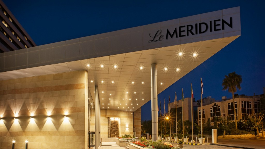 Entrance at Night © www.lemeridienamman.com