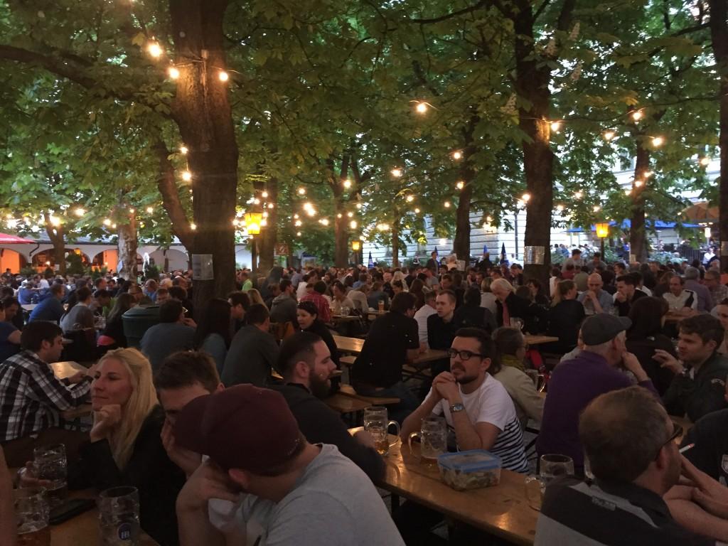 A summer evening in the beer garden © Roanna Mottershead