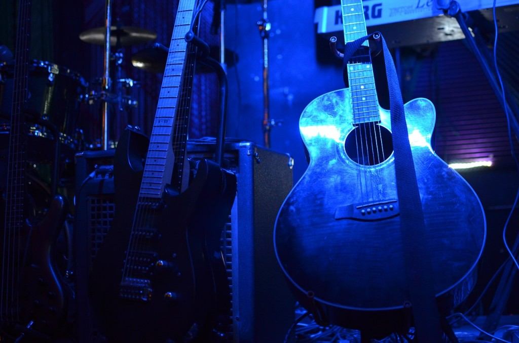 Guitars and Sound System   © moronistaffmarie/Pixabay