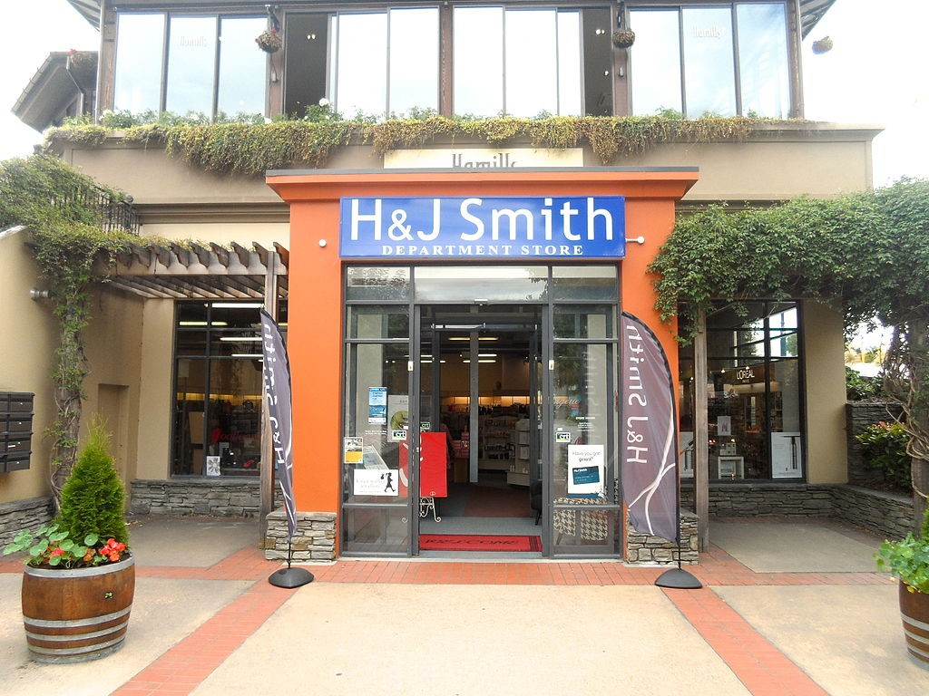 H&J Smith Department Store | © Wikimedia Commons