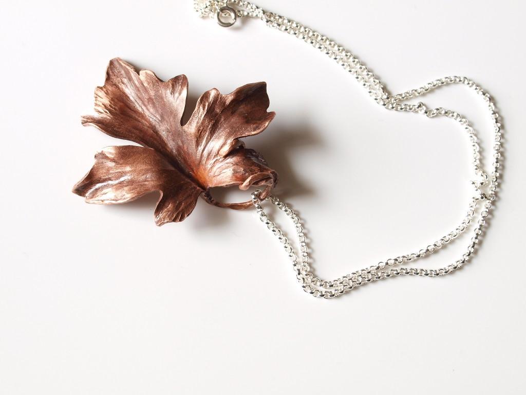 handmade maple leaf pendant / (c) knitsteel / Flickr