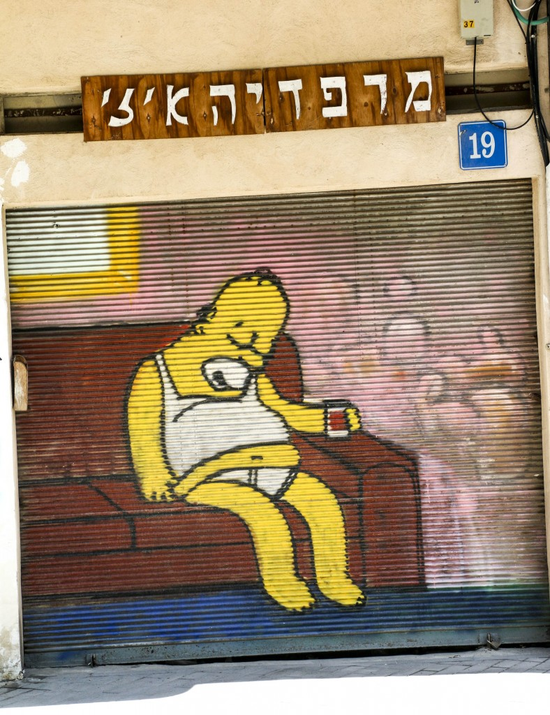 Mr. Homer Simpson, always an inspiration, rests on a Tel Aviv wall | © Ami Zoran