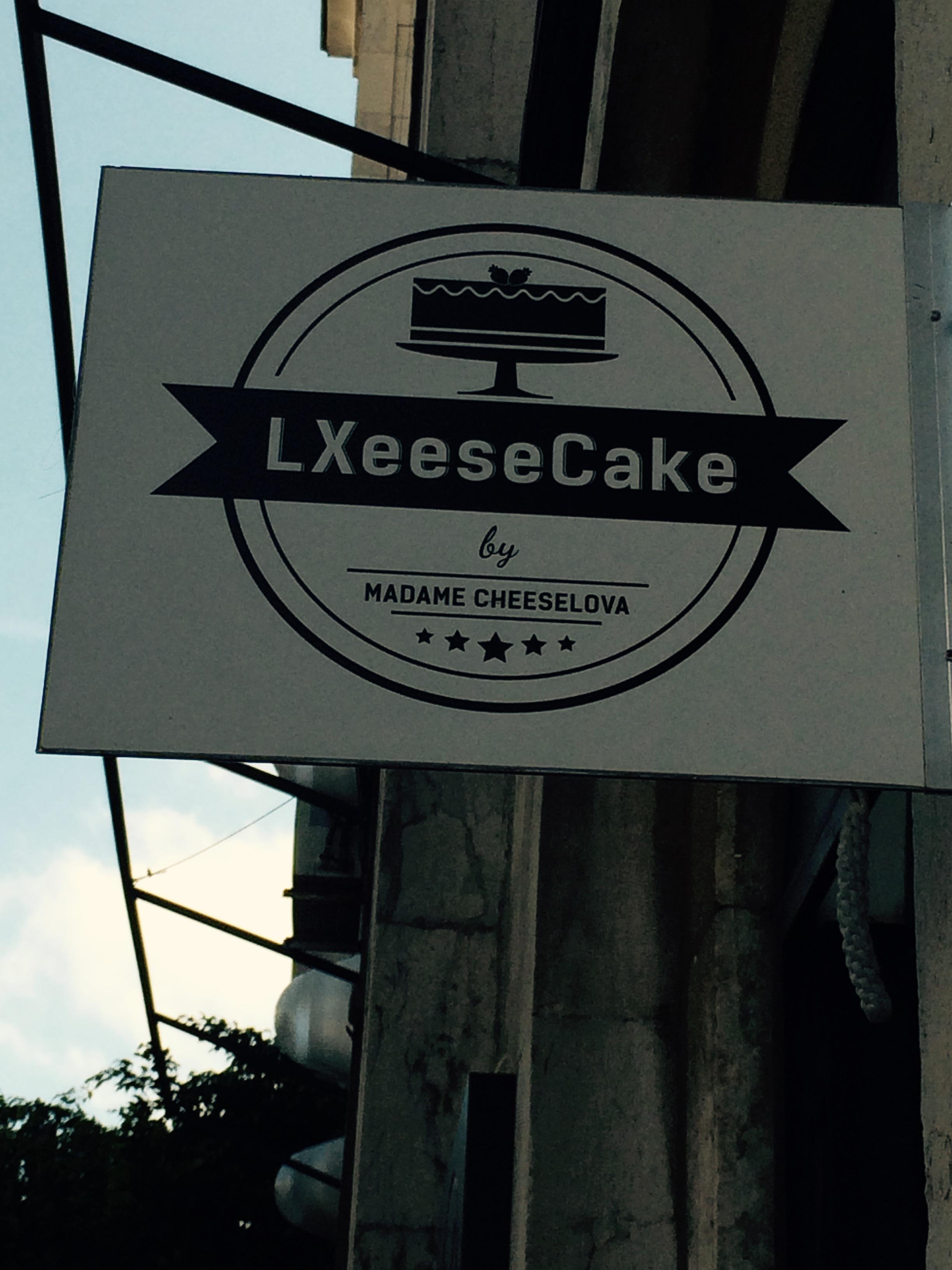 LXeeseCake sign © Nina Santos