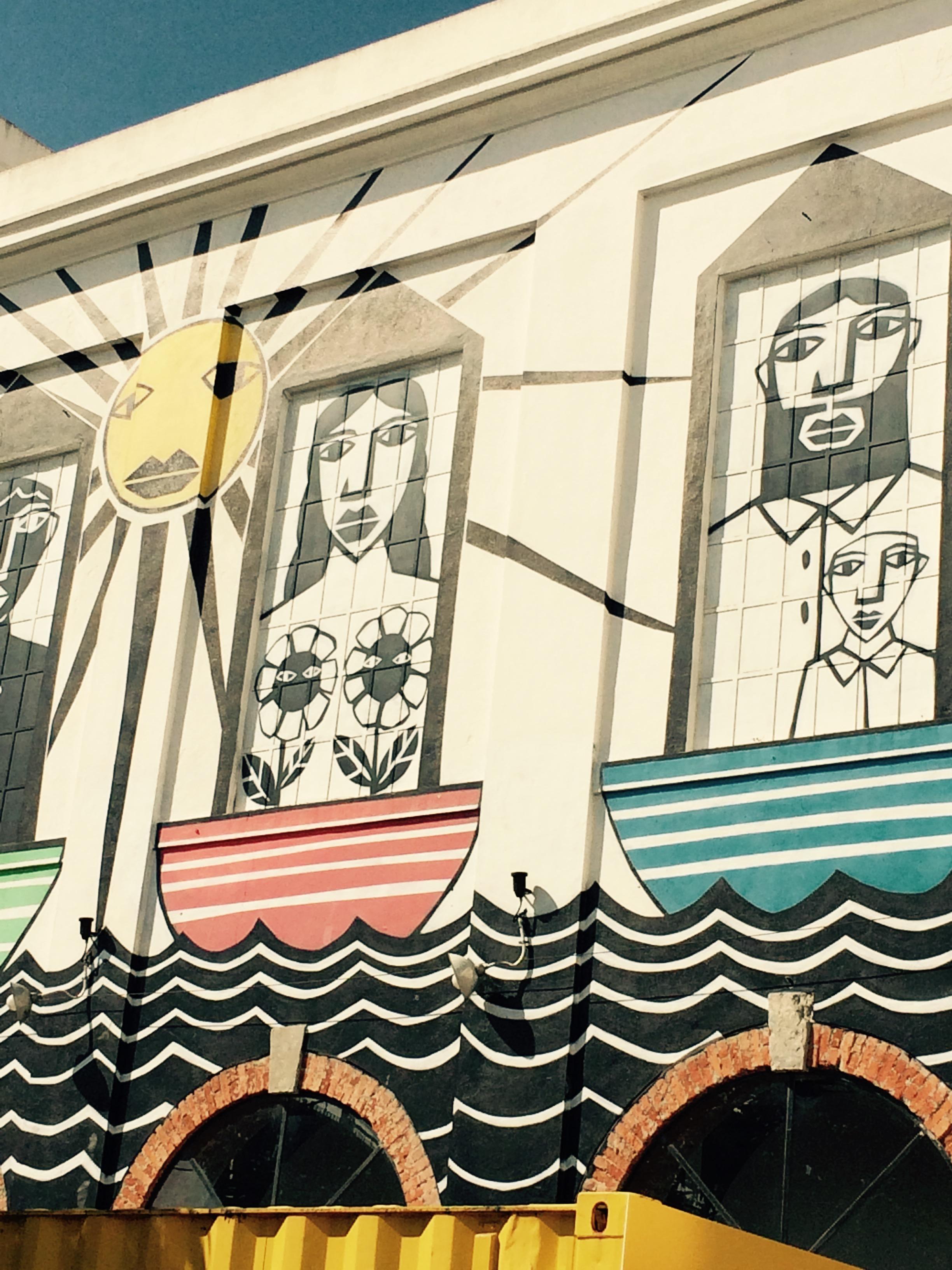 Outdoor building art © Nina Santos