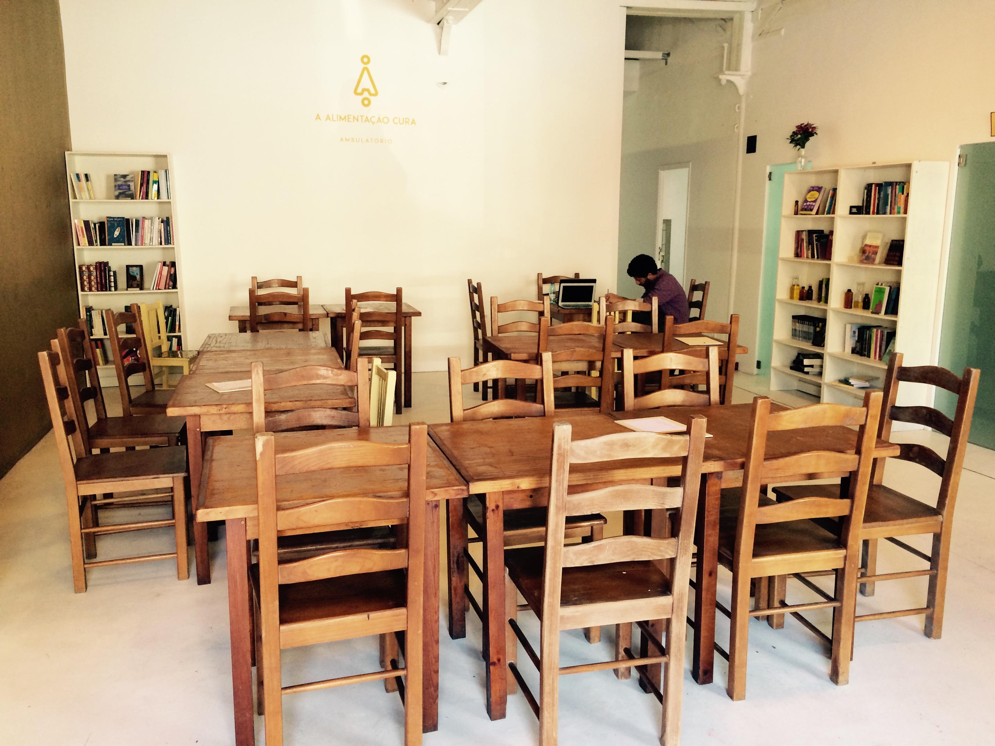 The Therapist dining room © Nina Santos