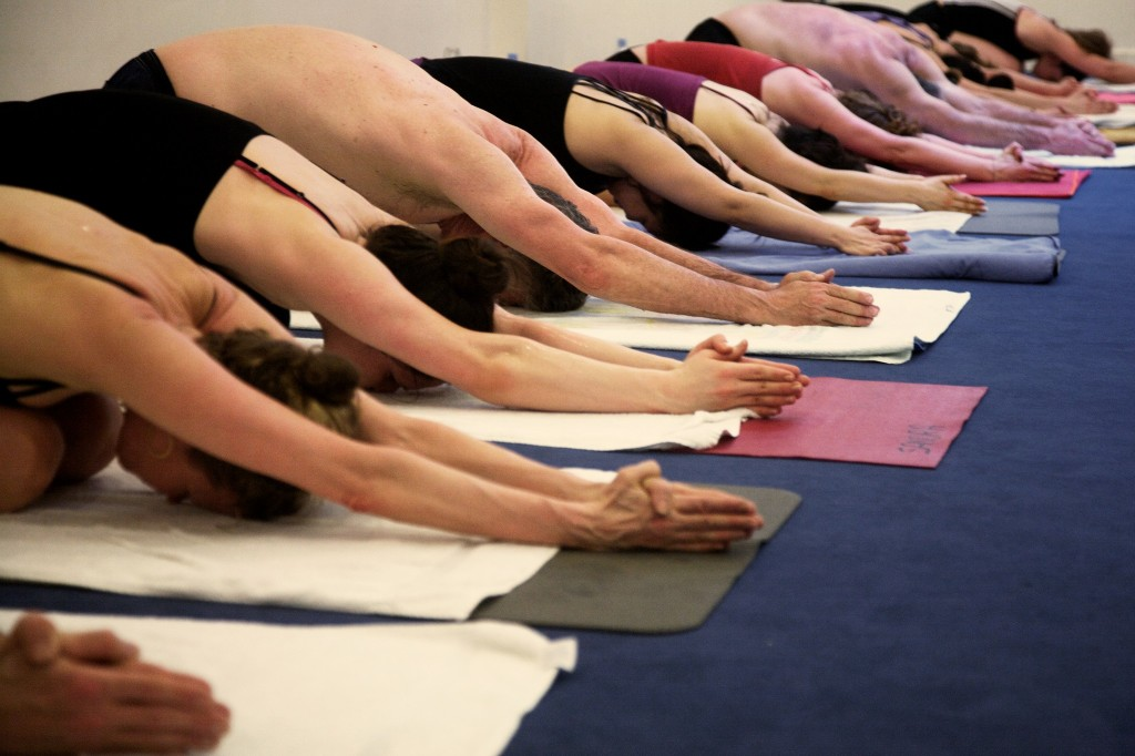 In posture at Yoga Bikram Paris │ Courtesy of Yoga Bikram Paris