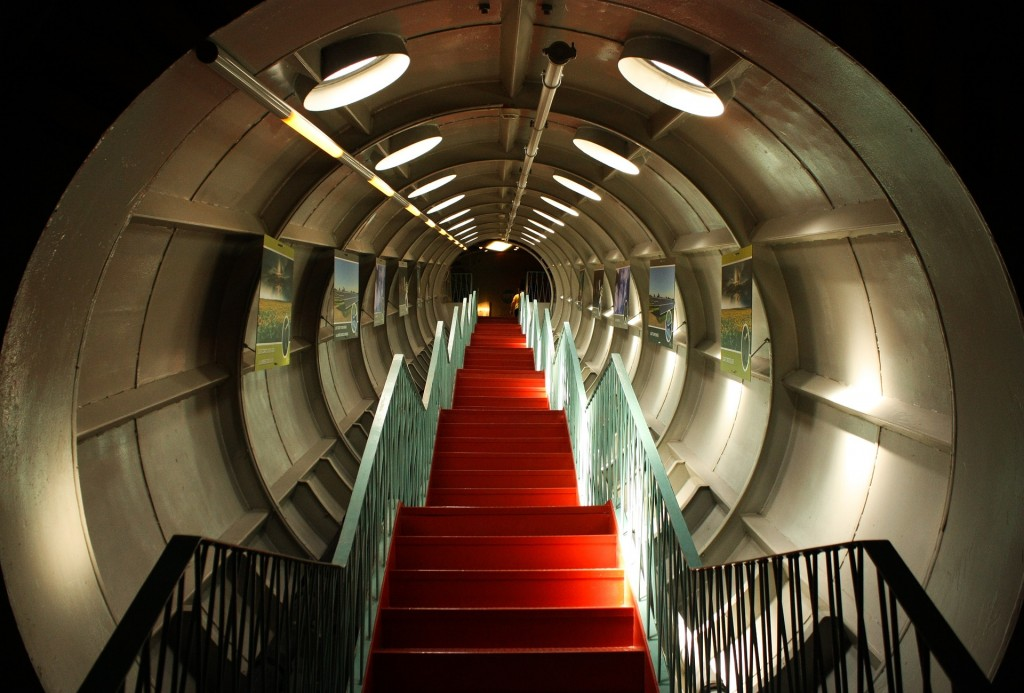 Inside an Atomium tube | public domain