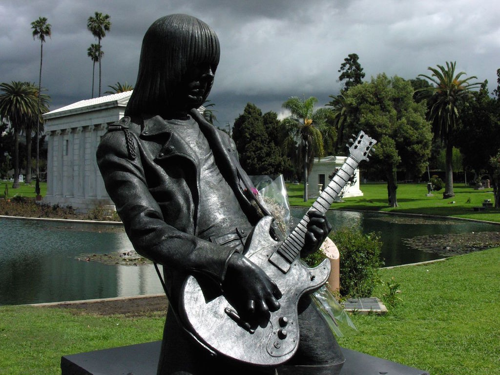 Johnny Ramone's grave at Hollywood Forever Cemetery|©Sean Russell/Flickr
