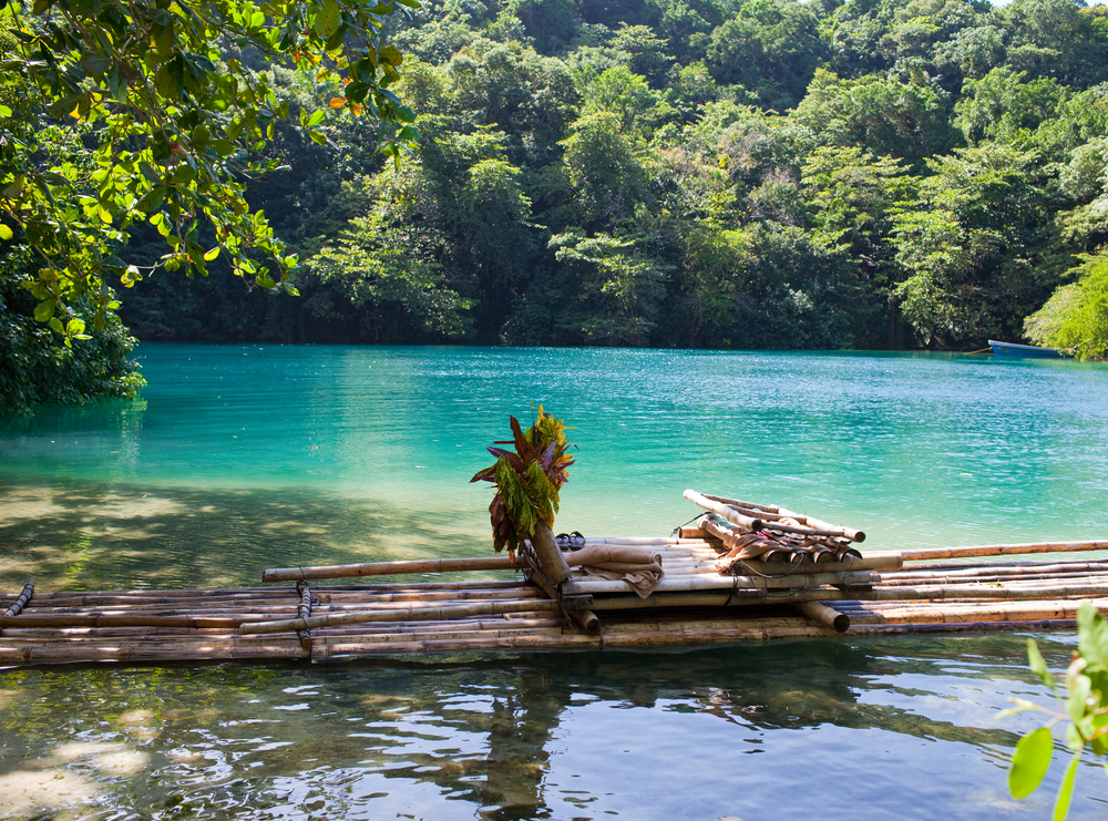 Raft on the bank of the Blue lagoon, Jamaica | © KKulikov/Shutterstock