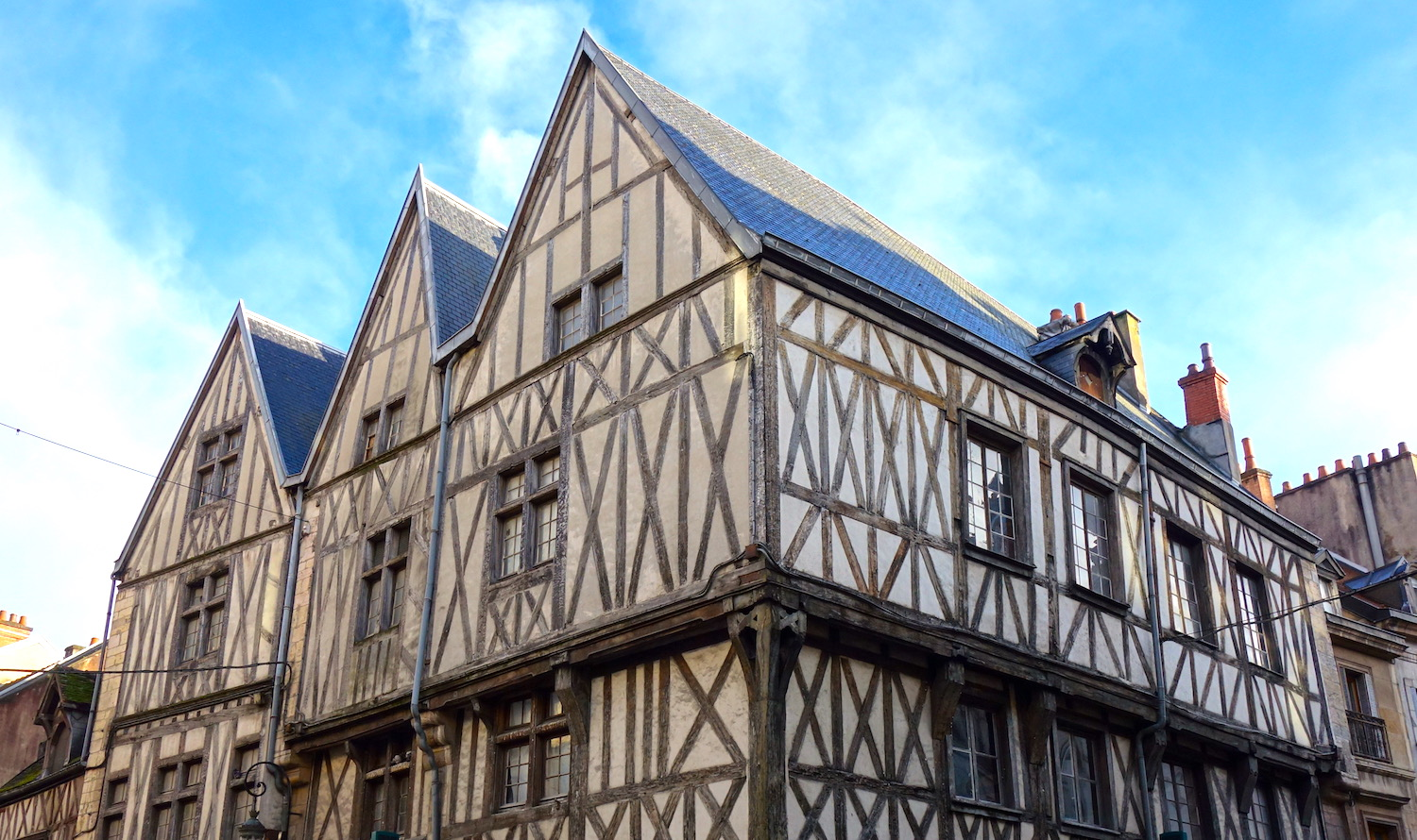 An introduction to dijon 39 s medieval architecture in 10 for Architecture maison de maitre