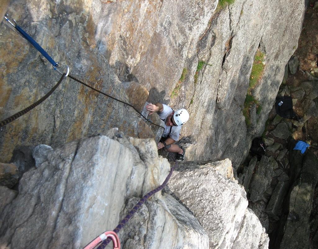 Man rock climbing | © G B/ Flickr