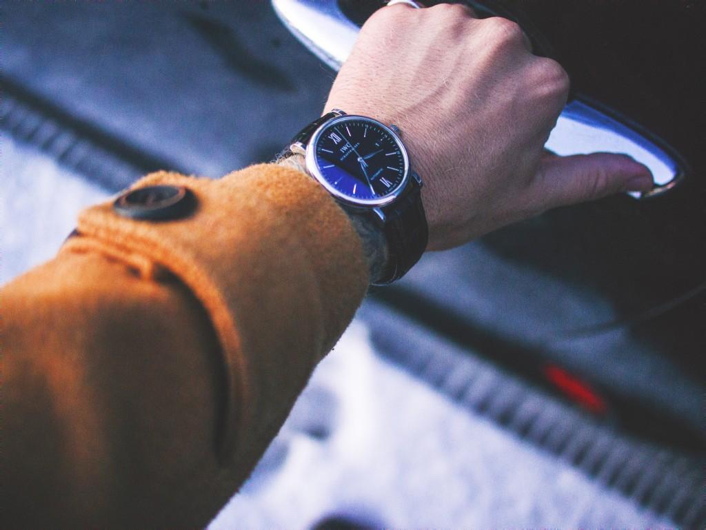 Man's arm with watch on wrist | © Informedmag/ Flickr and informedmag.com