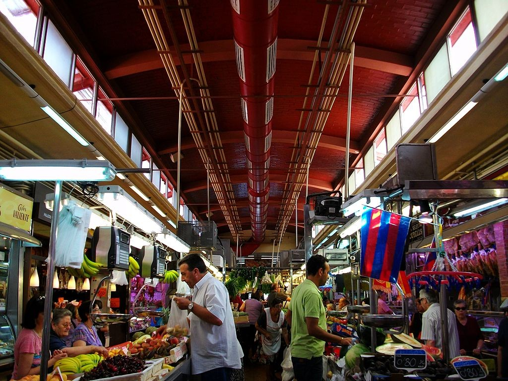 "<a href=""https://upload.wikimedia.org/wikipedia/commons/1/16/Mercat_del_Cabanyal.JPG"">Shopping at El Cabanyal Market, Valencia 