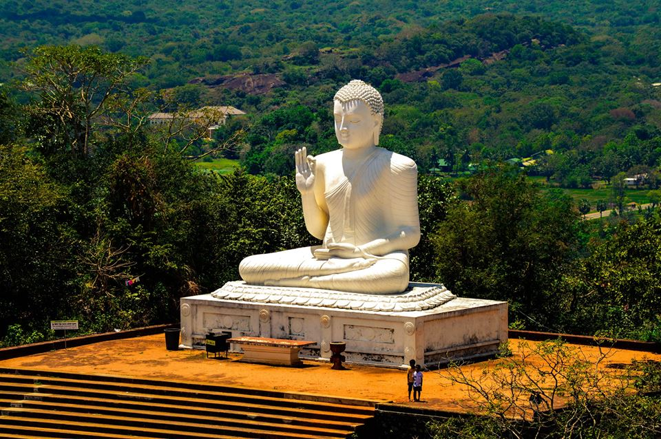A colossal statue of the Buddha which presides over the whole site from a hilltop. |©Hashan Gunasekara
