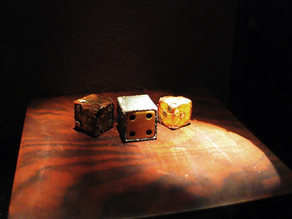 Decaying dice at the Museum of Jurassic Technology|©Matt Biddulph/Flickr