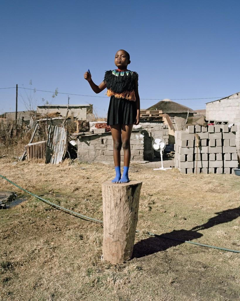 Namsa Leuba, Thumbs Up, from the series Zulu Kids, 2014, Art Twenty One │© Namsa Leuba, Art Twenty One, Courtesy of Art Paris Art Fair