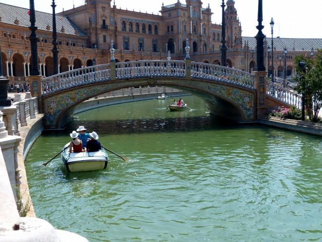 "<ahref=""https://pixabay.com/p-1511692/?no_redirect"">Boating on Plaza de España | © Pixabay</a>"