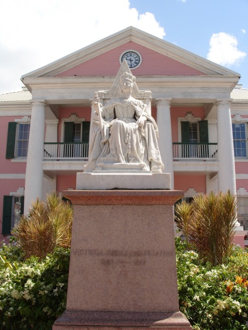 The Queen Elizabeth statue is a reminder of the Bahamas's time as a british colony