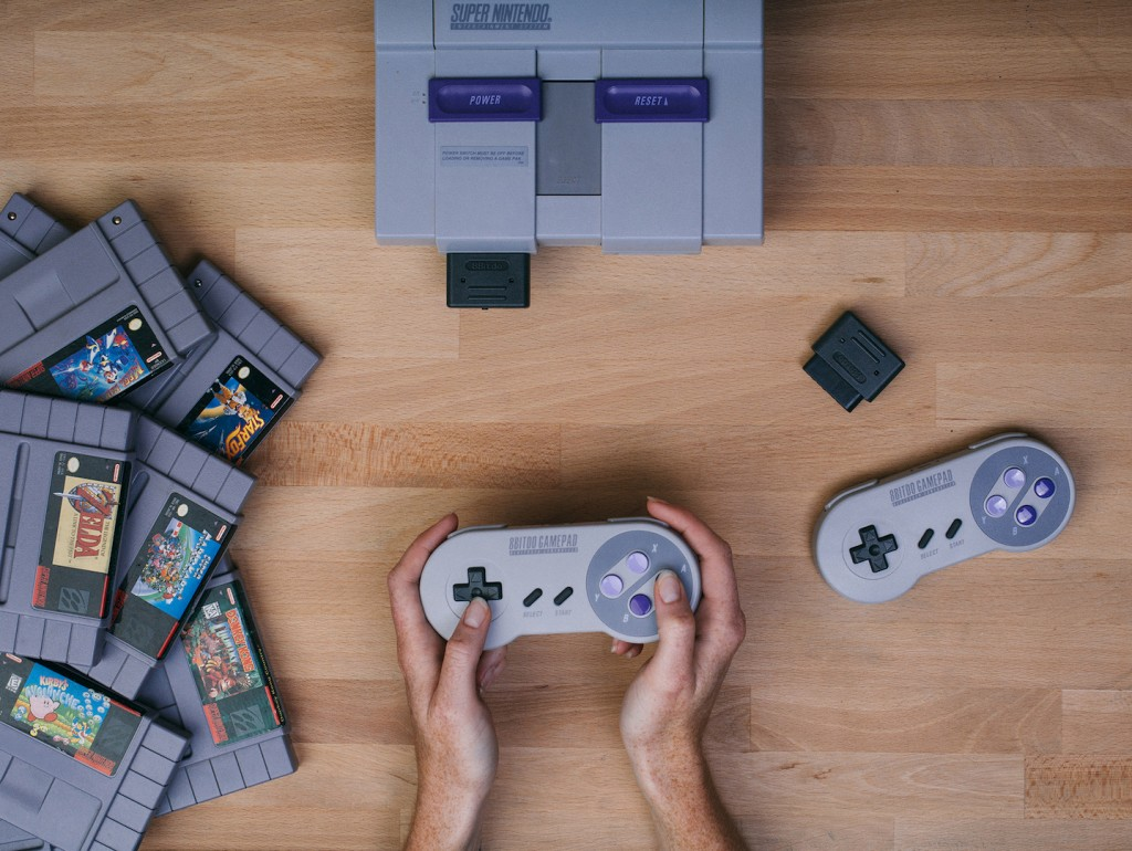 Get reaquainted with the Super Nintendo Entertainment System at 8bit Cafe | © NESfreak/WikiCommons