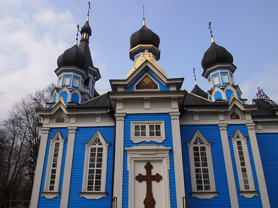 Bright blue Russian Orthodox church in Druskininkai| ©Elizabeth Georgian