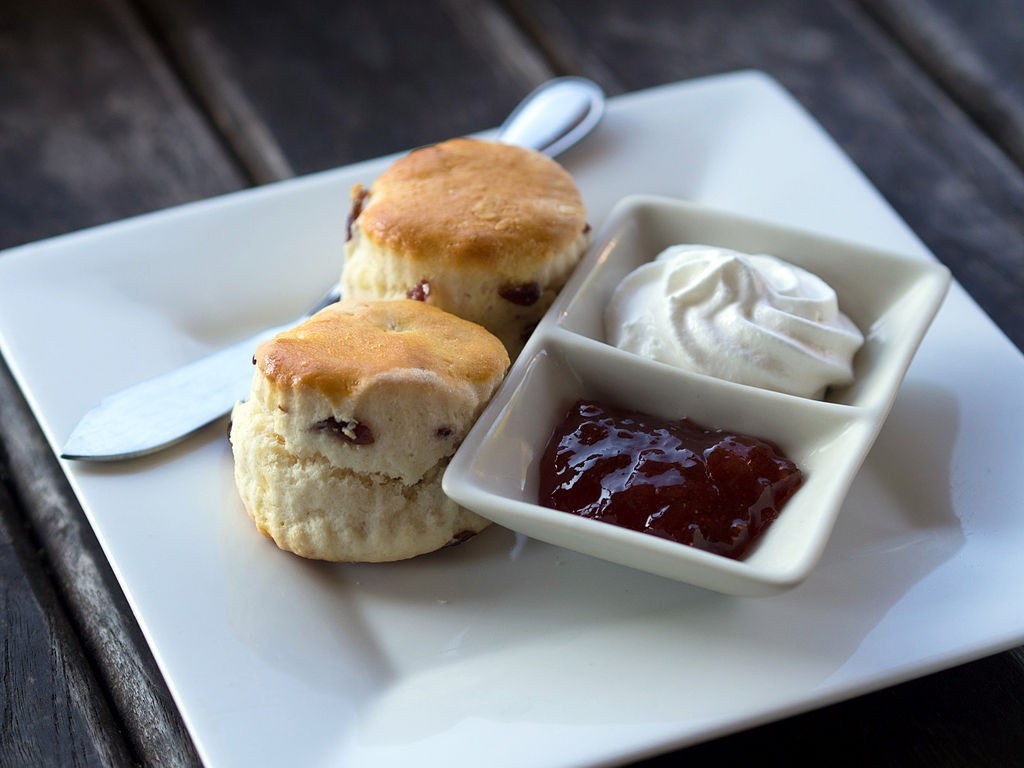 Scones with cream and jam | © Takeaway/WikiCommons