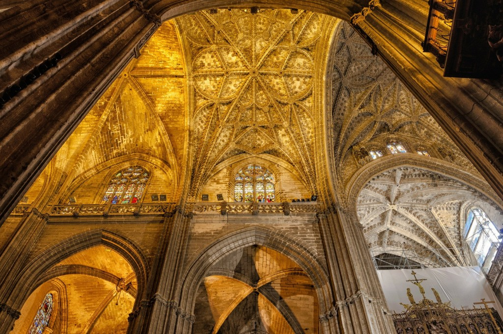 The interior of Seville´s cathedral is every bit as impressive as its exterior; pixabay