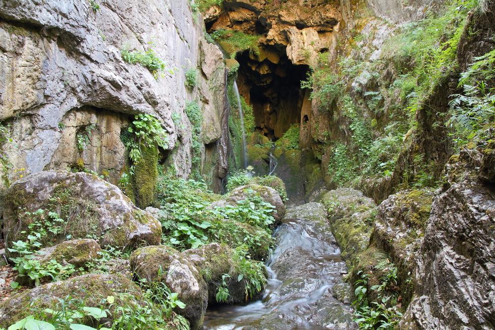 Baatara Gorge Waterfall, Tannourine © LFRabanedo / Shutterstock