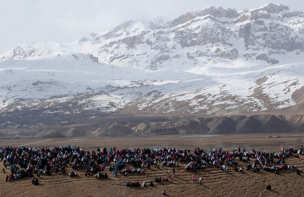 Afghans watch Buzkashi game in Bamyan province, central Afghanistan. | © Kamran/REX/Shutterstock (3685946c)