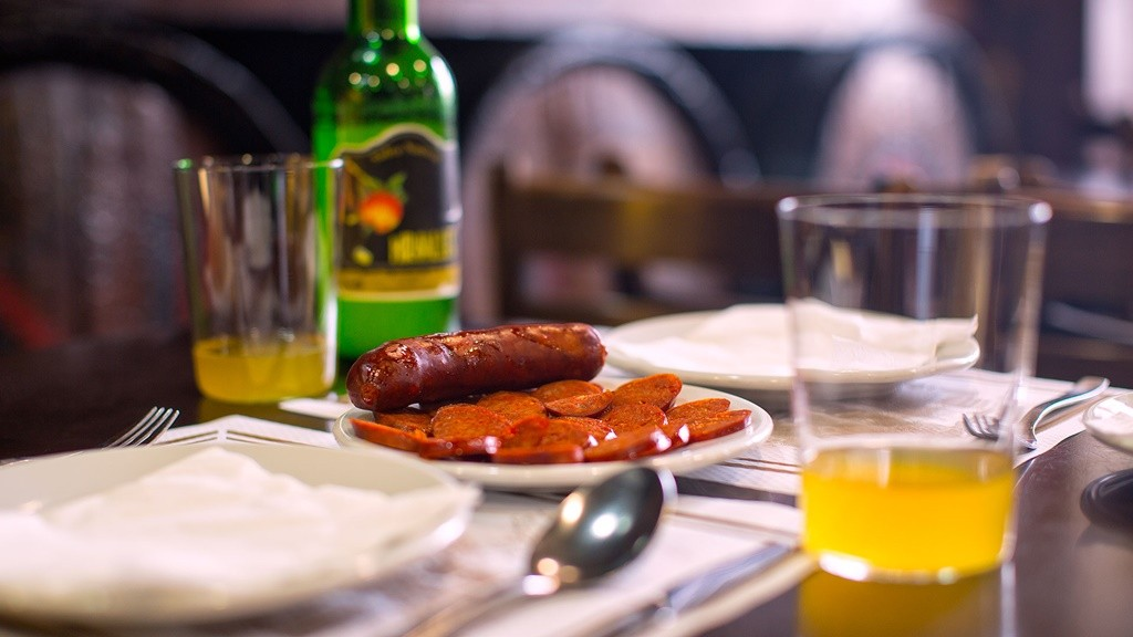 Some sidra and chorizo | © Casa Mingo