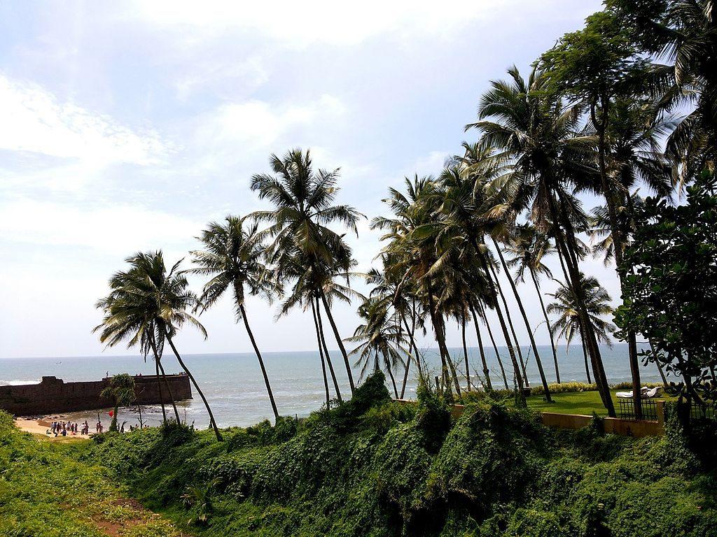 View of the beach from Sinquerim Fort | © Gayatri Priyadarshini/WikiCommons