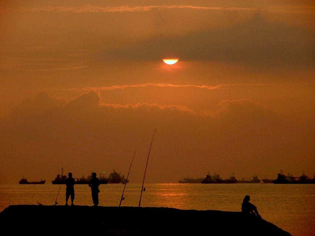 Sunrise at East Coast Park | © Adhirk/WikiCommons