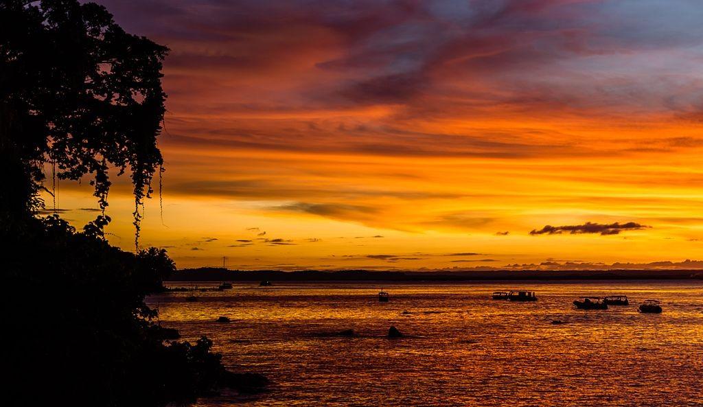 Sunset at Morro de São Paulo / © Enaldo Valadares / Wikimedia Commons