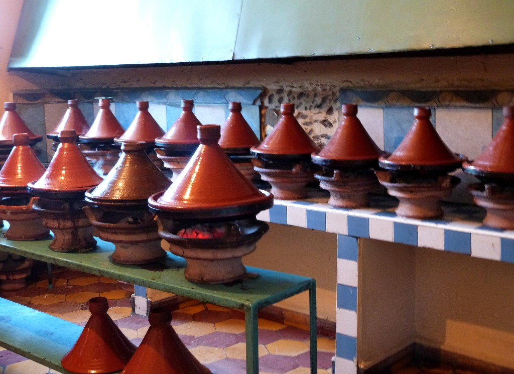 Tagines cooking in a local restaurant | © Lottie / Flickr