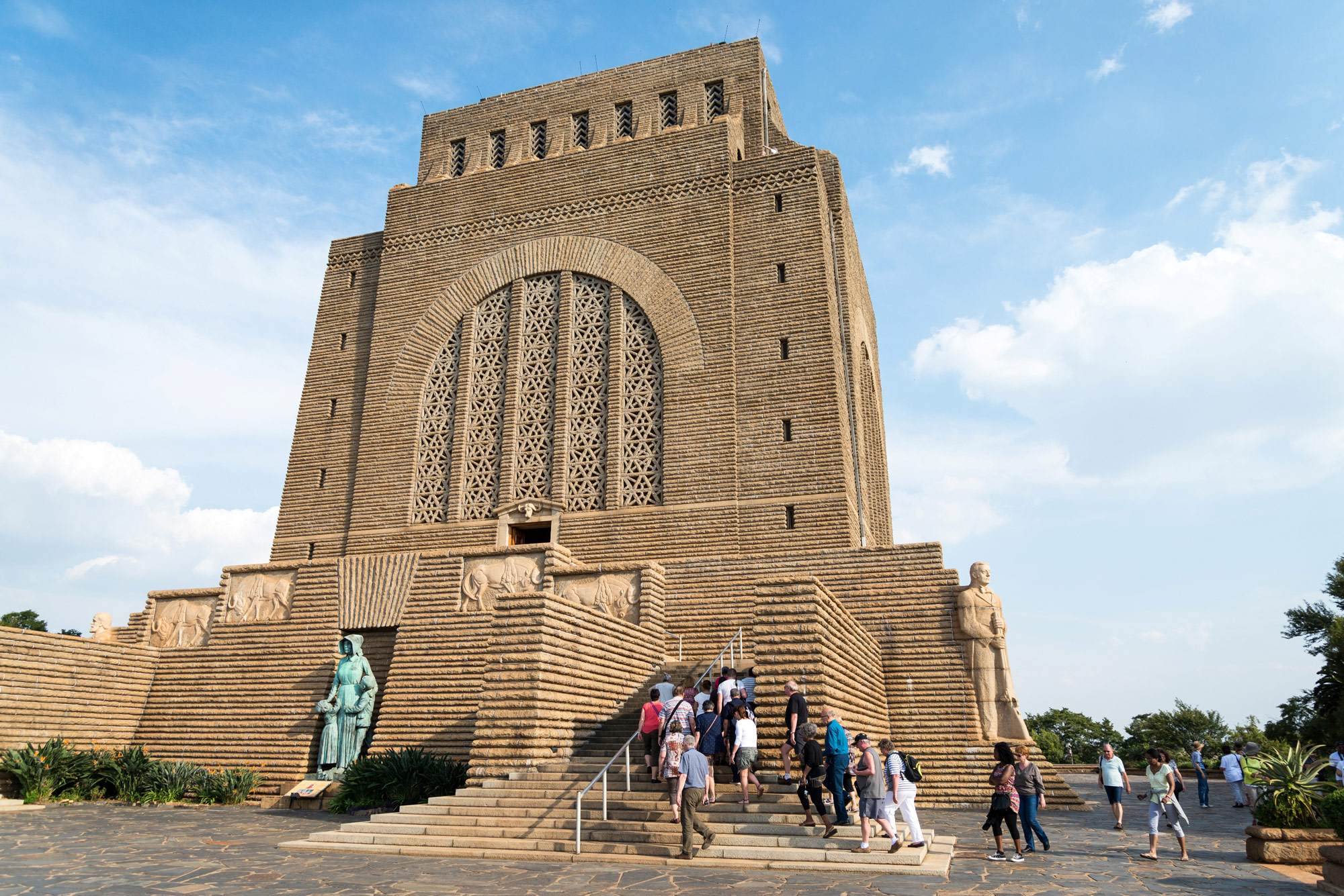 south african monuments The voortrekker monument in pretoria is a national icon for afrikaans south africans reminder of the courage, determination and persistence of the voortrekkers with photos.