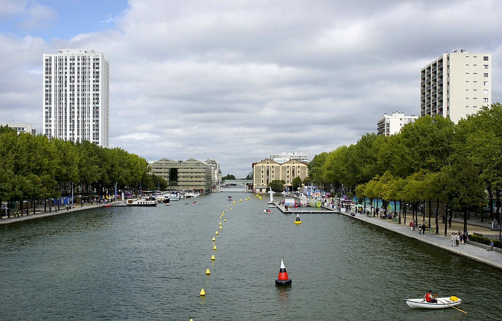 Watersports at the Bassin de la Villette│© besopha / Wikimedia Commons