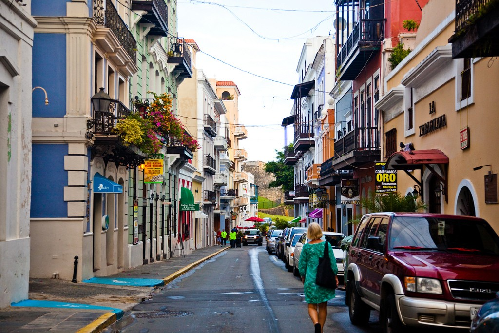 Woman walking by shops in Old San Juan | © Breezy Baldwin/ Flickr