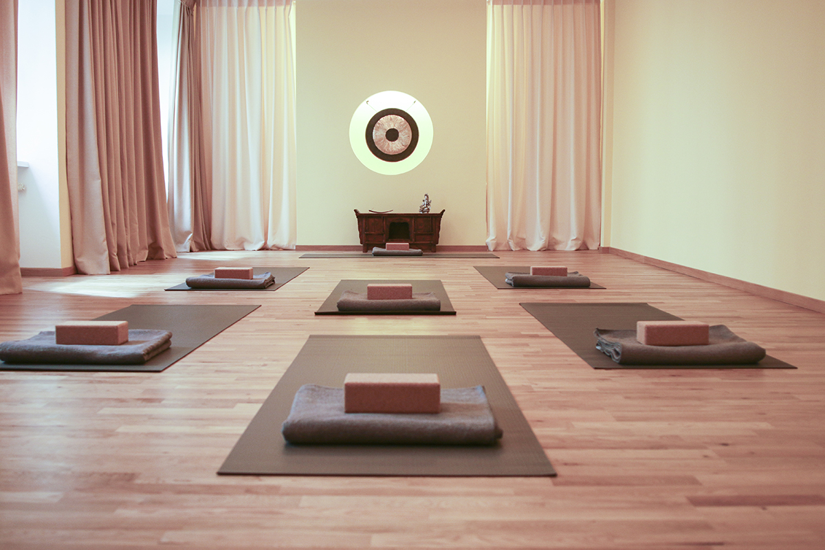 the best yoga studios in berlin. Black Bedroom Furniture Sets. Home Design Ideas