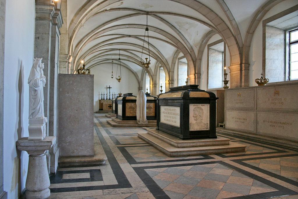 Inside the Monastery © Alegna13 / Wikimedia Commons