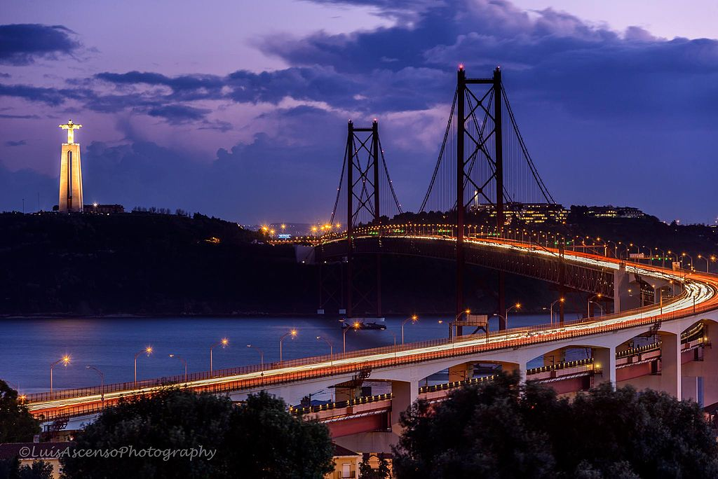 Ponte 25 de Abril was named in memory of the Carnation Revolution © Luis Ascenso Photography / Wikimedia Commons