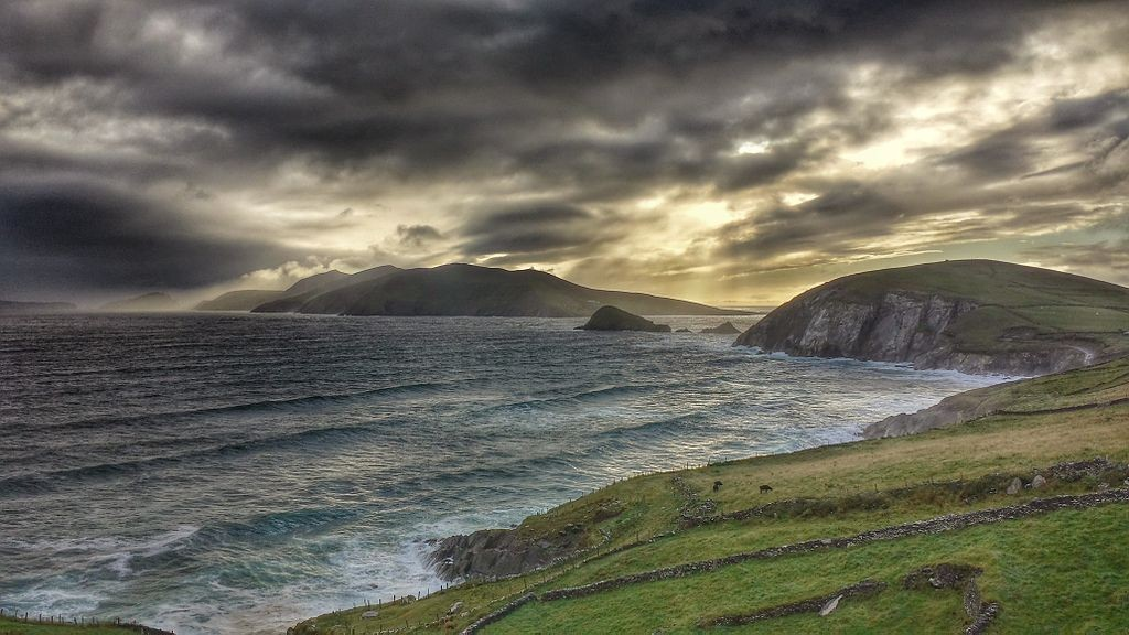 View on the Coomeenoole beach in Slea Head (Dingle peninsula) | © Jal74/WikiCommons