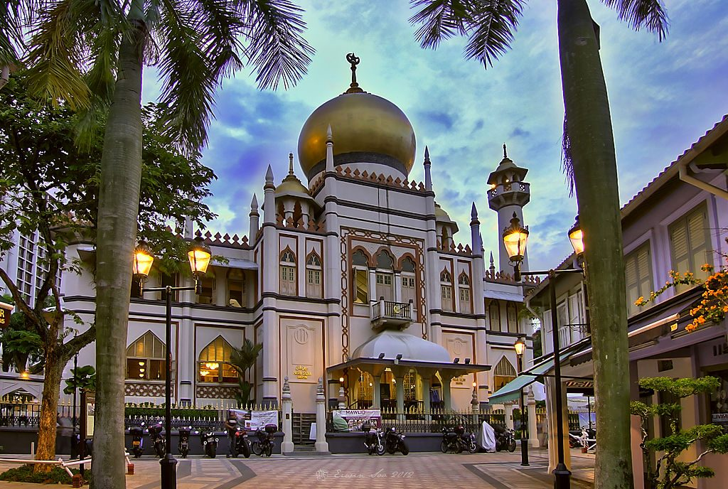 https://commons.wikimedia.org/wiki/File:The_Sultan_Mosque_at_Kampong_Glam,_Singapore_(8125148933).jpg