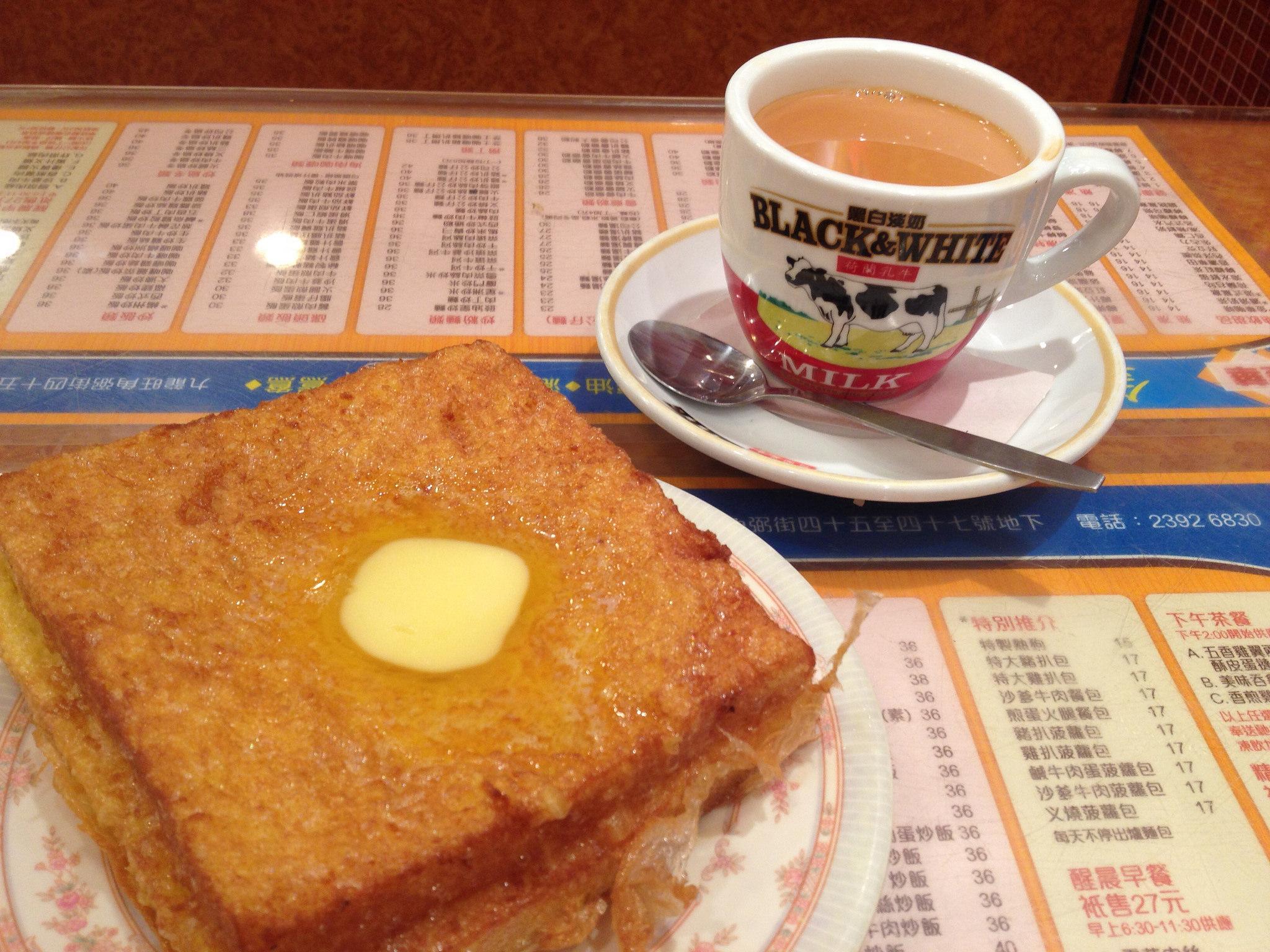 Hong Kong-style French toast and milk tea | © Kansir/Flickr