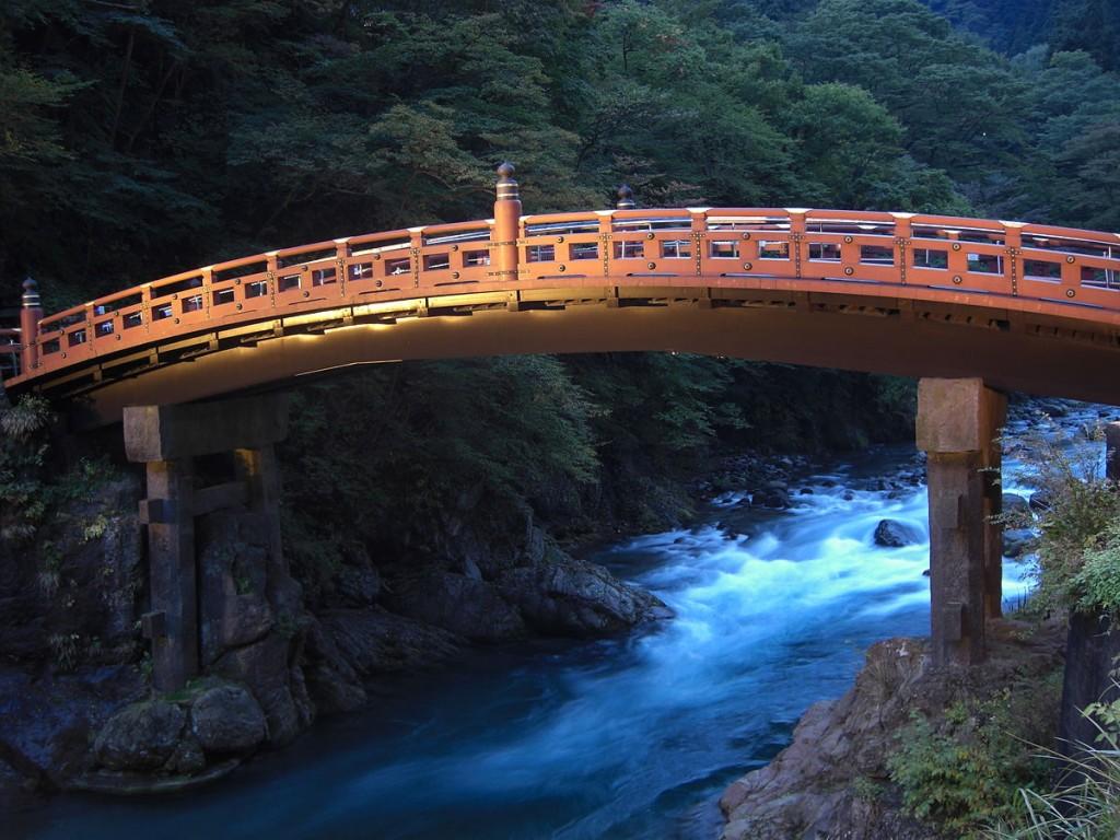 The Shin-kyou bridge which hangs over the Daiya River | © Mayuno / Flickr