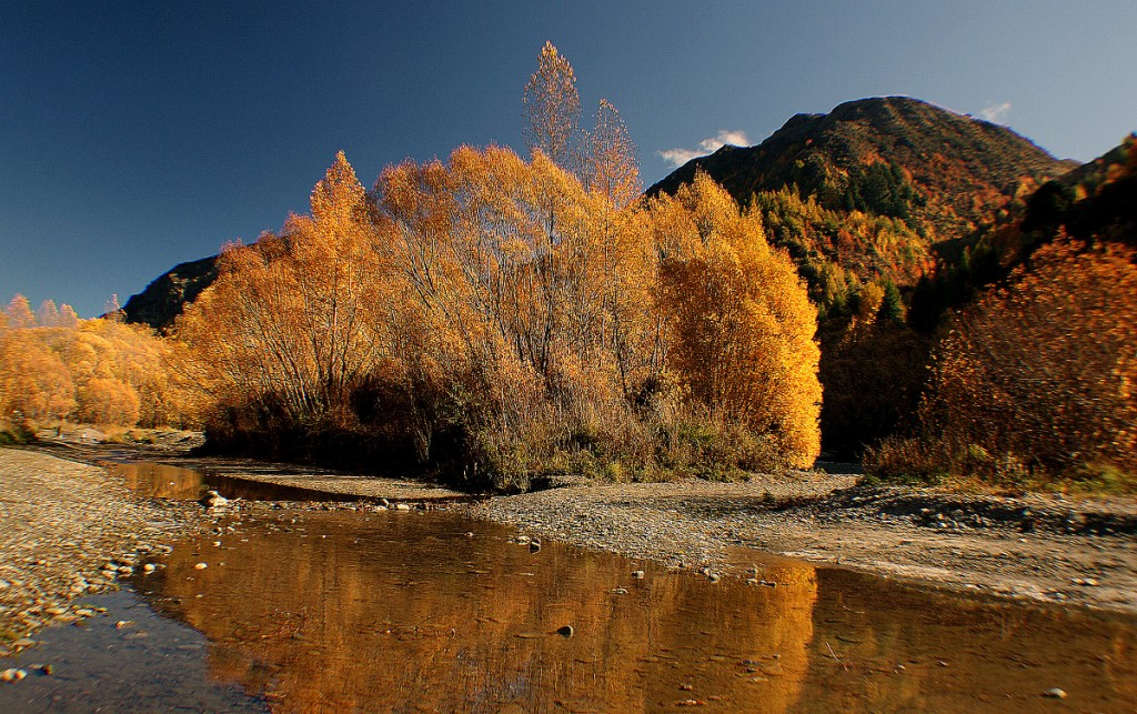 Arrow River in Autumn | © Bernard Spragg/Flickr