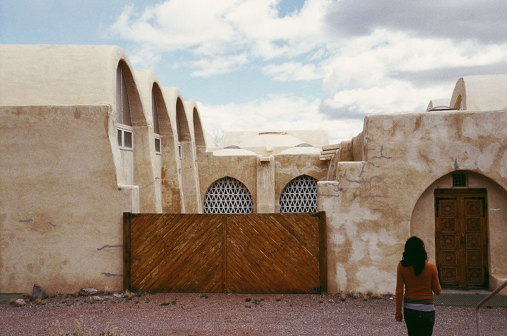 Hassan Fathy Dar-Ul-Islam Mosque – New Mexico | © Omar Bárcena/Flickr