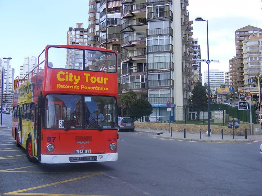 open top city tour bus | ©Felix O / Flickr