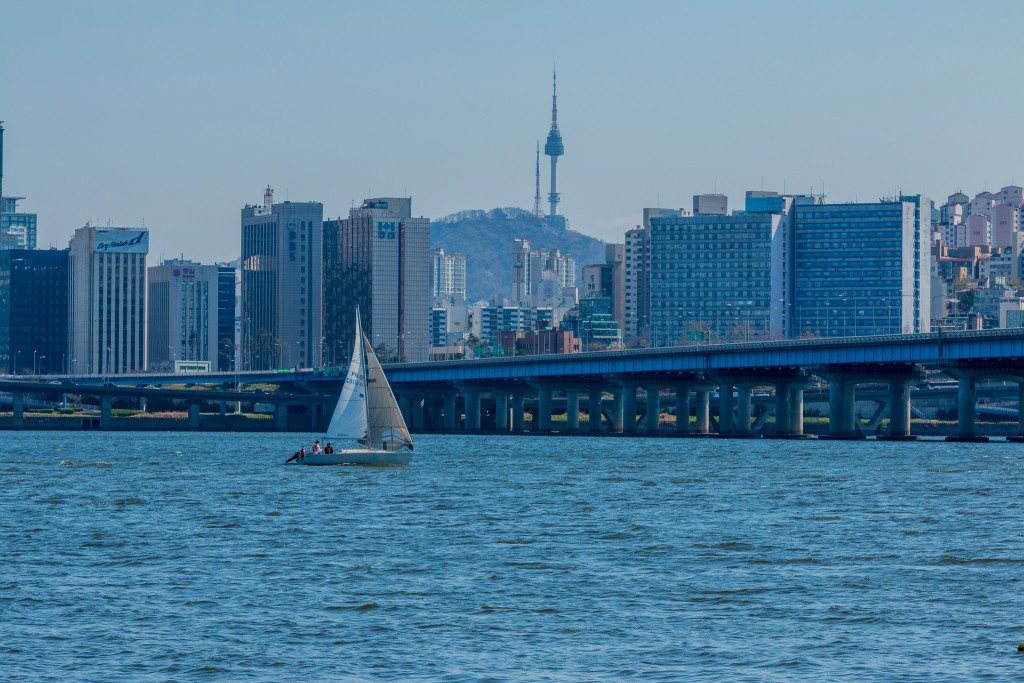 Sailing in Seoul | © Rene Adamos / Flickr