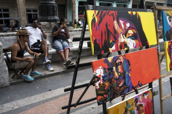 Art market in Prado, Havana | © Bryan Ledgard / Flickr